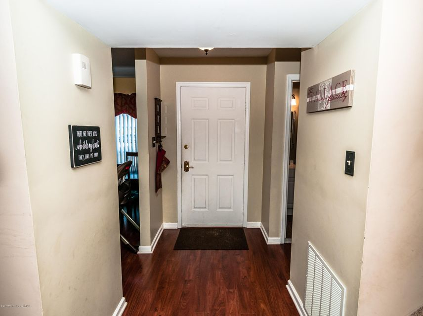 Additional photo for property listing at 285 Stratford Place  Marlboro, New Jersey 07746 United States