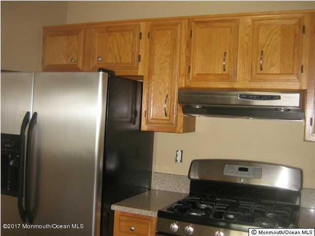 共管式独立产权公寓 为 出租 在 433 Winterberry Court 豪威尔, 新泽西州 07731 美国