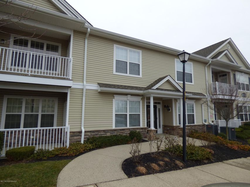 Condominio por un Alquiler en 714 Mill Pond Way Eatontown, Nueva Jersey 07724 Estados Unidos
