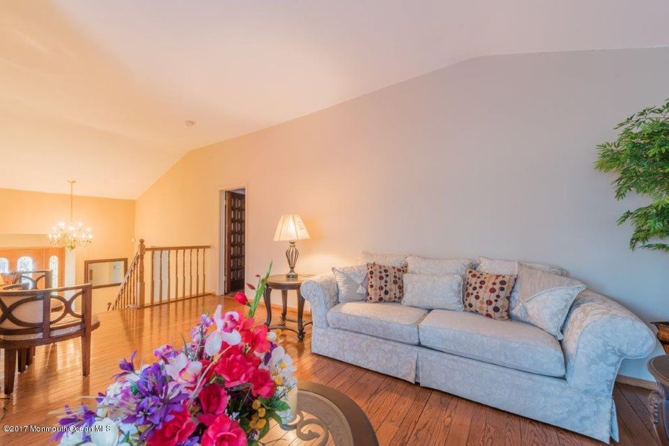 Additional photo for property listing at 25 Edwards Drive  Freehold, New Jersey 07728 États-Unis