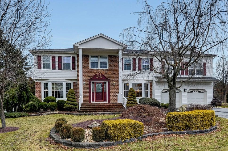 Photo of home for sale at 17 Tharp Lane Lane, Marlboro NJ