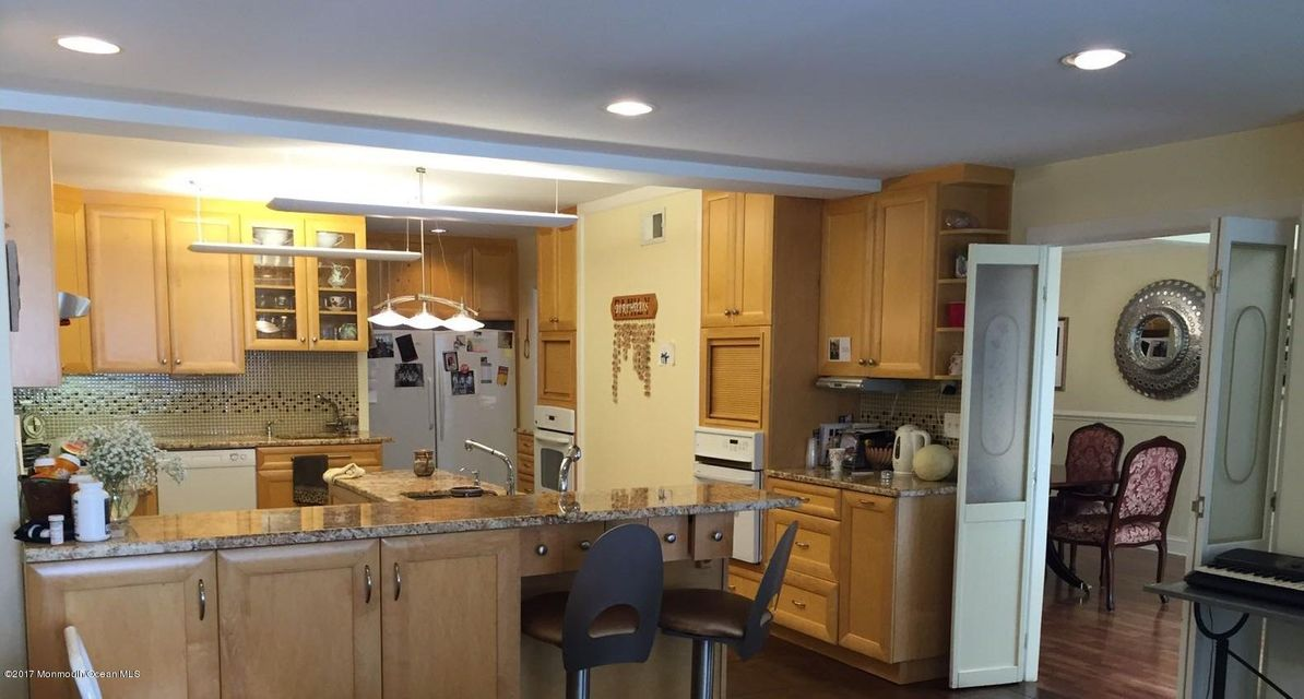 Additional photo for property listing at 246 12th Street  莱克伍德, 新泽西州 08701 美国