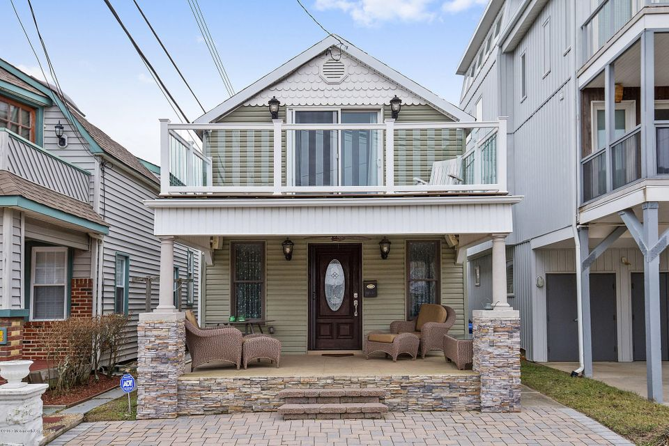Single Family Home for Sale at 105 1/2 Cliff Avenue Bradley Beach, New Jersey 07720 United States