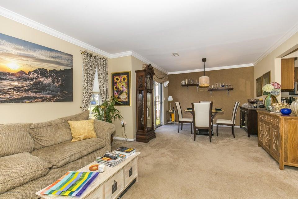 Additional photo for property listing at 6 Pointe Circle  Tinton Falls, Nueva Jersey 07753 Estados Unidos