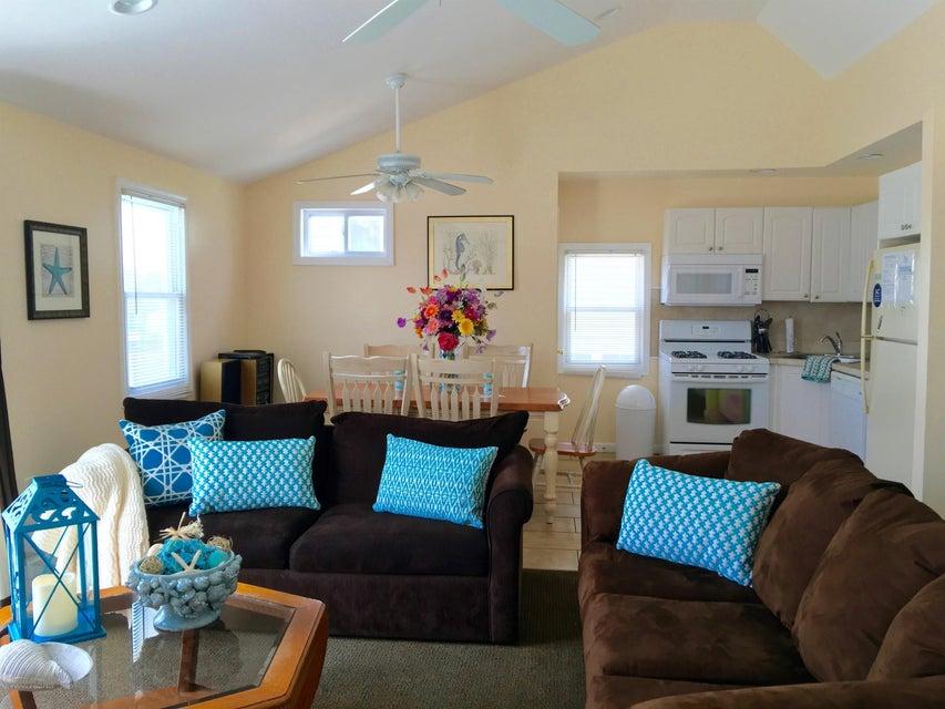 多户住宅 为 出租 在 101 Trenton Avenue Lavallette, 新泽西州 08735 美国
