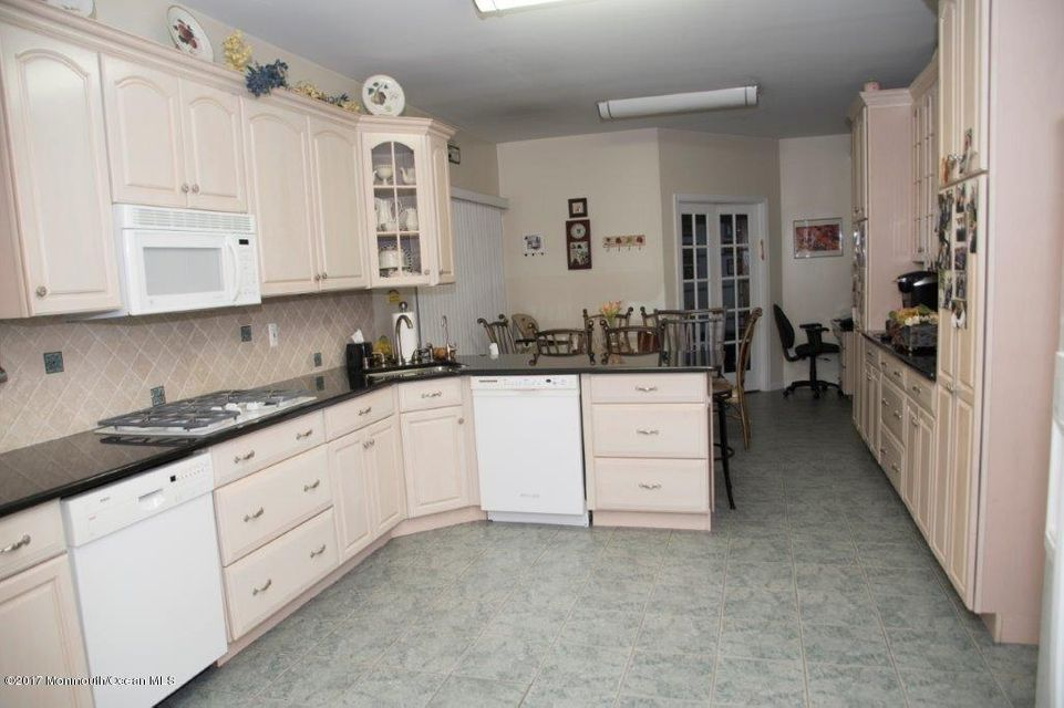 Additional photo for property listing at 103 Twin Oaks Drive  Lakewood, New Jersey 08701 United States