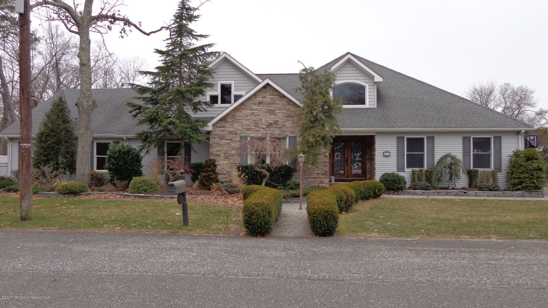 Maison unifamiliale pour l Vente à 607 Cedar Avenue Pine Beach, New Jersey 08741 États-Unis