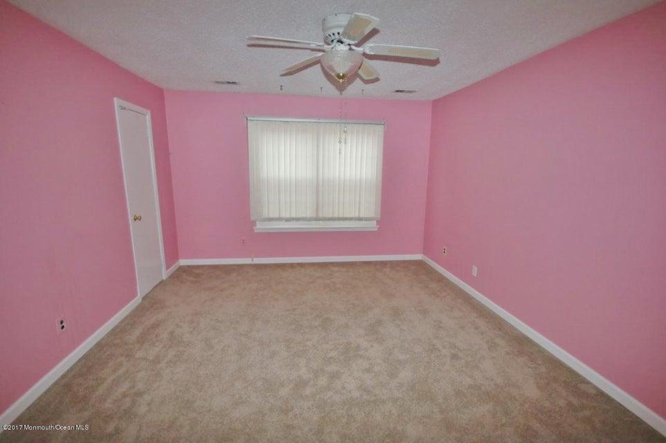 Additional photo for property listing at 118 Mill Lane  Tinton Falls, Nueva Jersey 07753 Estados Unidos