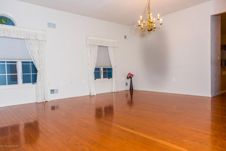 Additional photo for property listing at 27 Ardsleigh Place  Monroe, New Jersey 08831 États-Unis