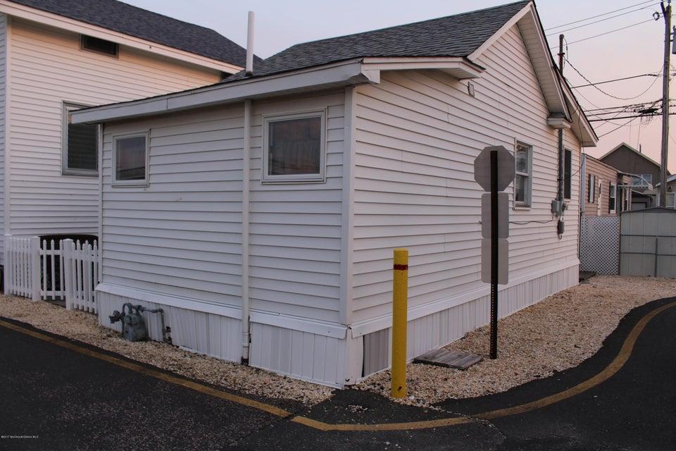Casa Unifamiliar por un Venta en 21c Shore Villa Road Berkeley, Nueva Jersey 08721 Estados Unidos