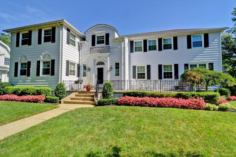 Maison unifamiliale pour l Vente à 601 Grassmere Avenue Interlaken, New Jersey 07712 États-Unis