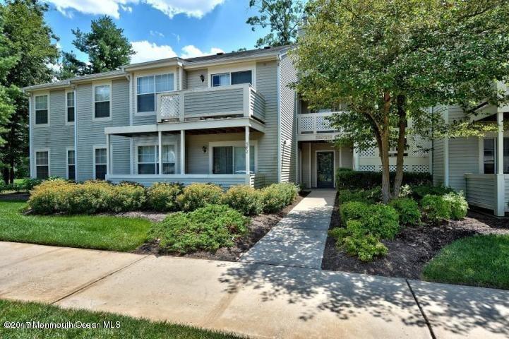 Condominium for Rent at 565 Applewood Court Howell, 07731 United States
