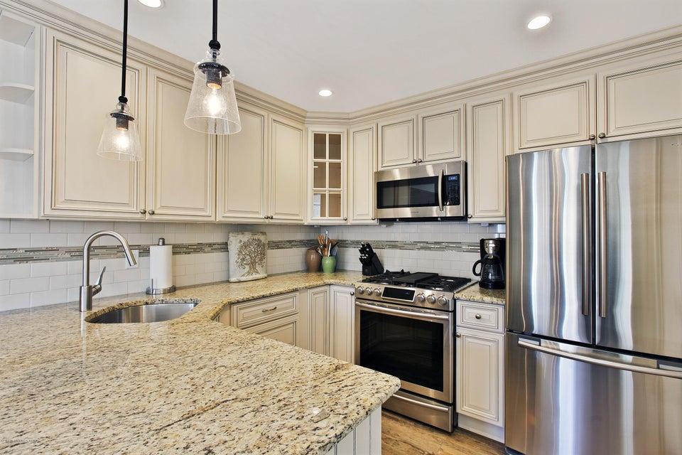 共管式独立产权公寓 为 出租 在 78 Linden Court 斯普林莱克海茨, 07762 美国