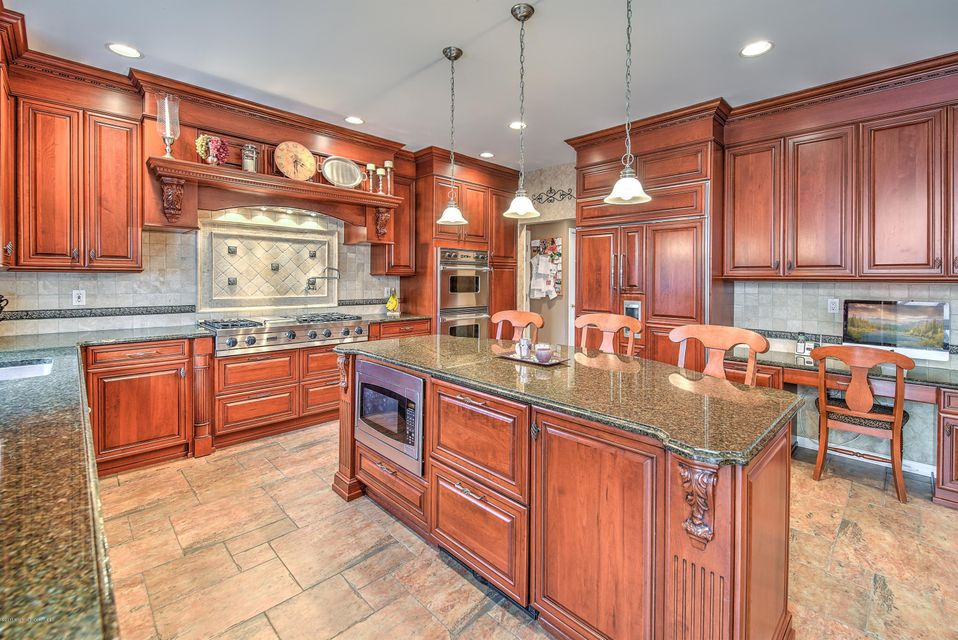 6 Fountayne Lane, Manalapan, NJ 07726
