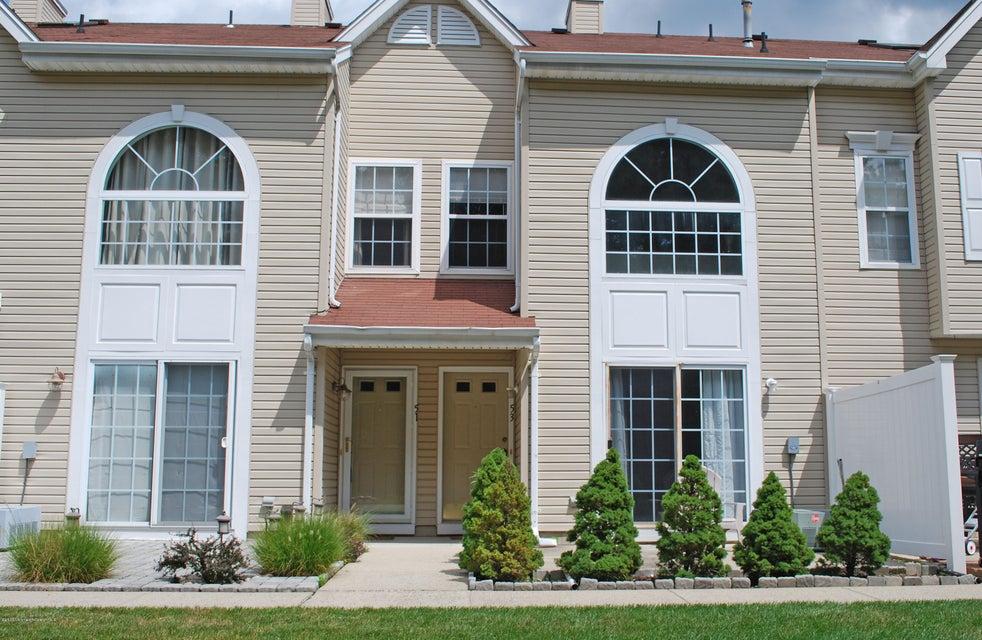 Appartement en copropriété pour l à louer à 53 Phoenix Court Tinton Falls, New Jersey 07712 États-Unis