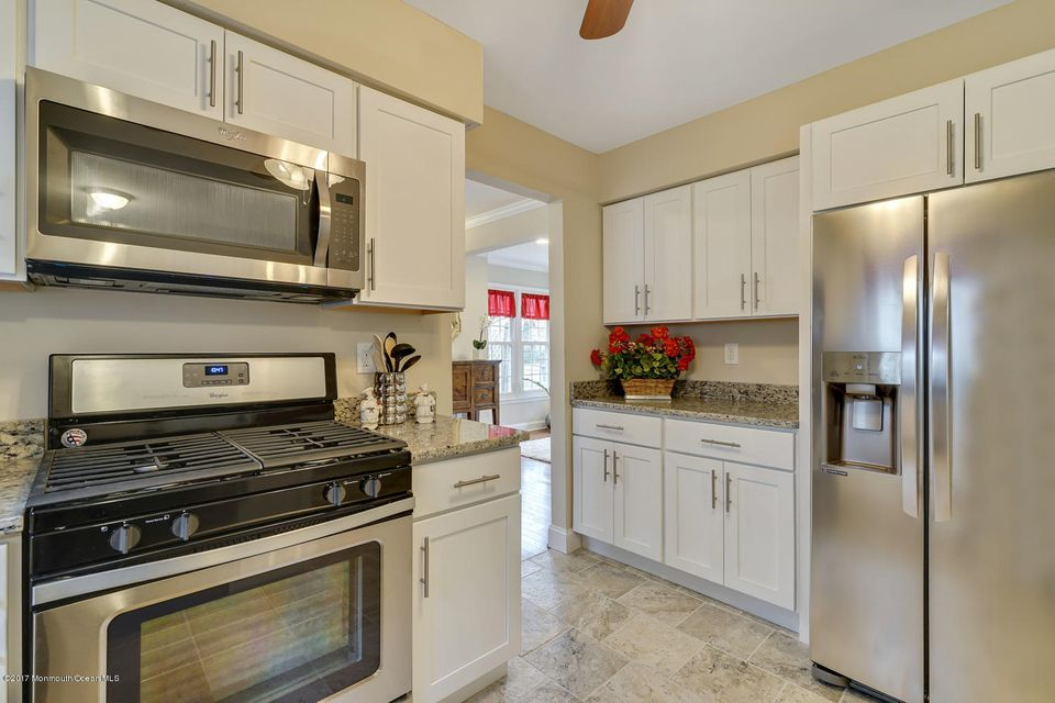 Woodline kitchen cabinets howell nj -