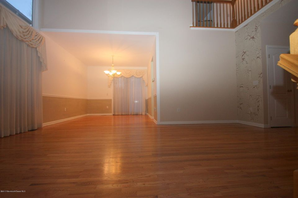 Additional photo for property listing at 108 Carmel Court  Holmdel, New Jersey 07733 États-Unis