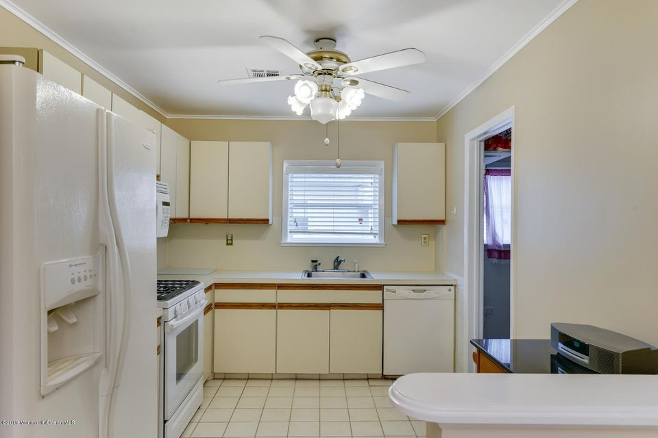 Additional photo for property listing at 6 La Terraza Drive  Toms River, New Jersey 08757 United States