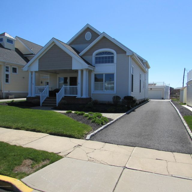 Single Family Home for Rent at 7 Washington Avenue Avon By The Sea, 07717 United States