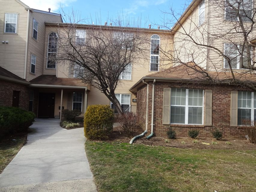 Condominio por un Venta en 7491 Elm Court Monmouth Junction, Nueva Jersey 08852 Estados Unidos