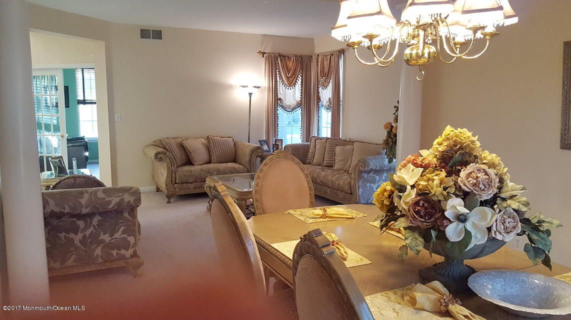Single Family Home for Sale at 7 Dorchester Court Matawan, 07747 United States
