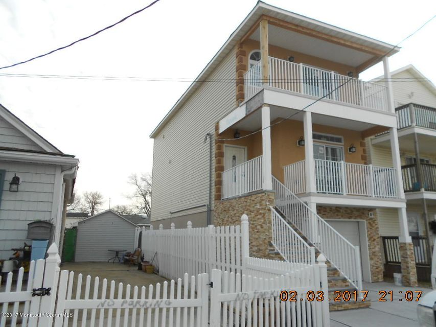 Single Family Home for Sale at 26 Bay Avenue 26 Bay Avenue Keansburg, New Jersey 07734 United States