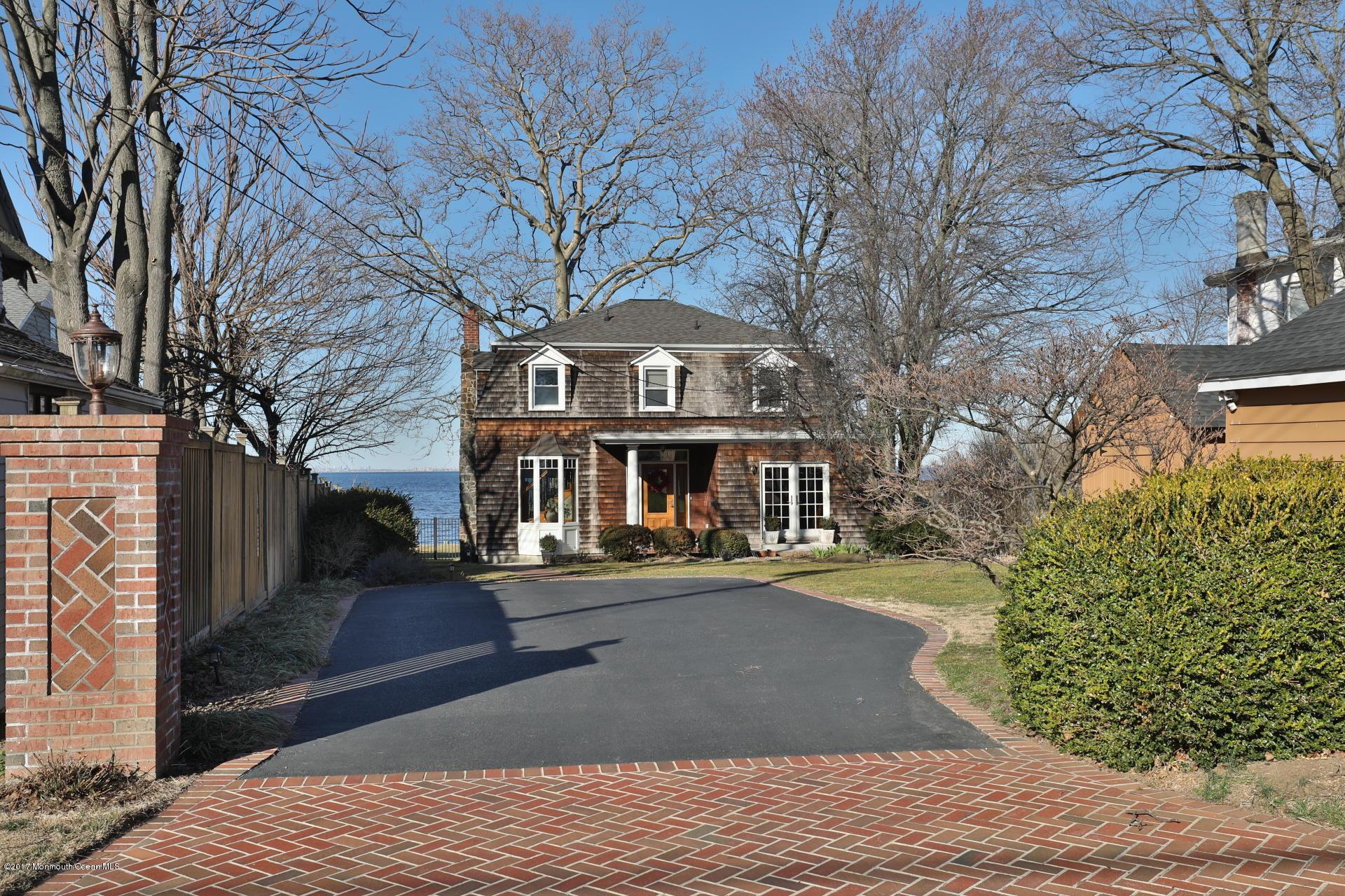 Maison unifamiliale pour l Vente à 49 Burlington Avenue Leonardo, New Jersey 07737 États-Unis