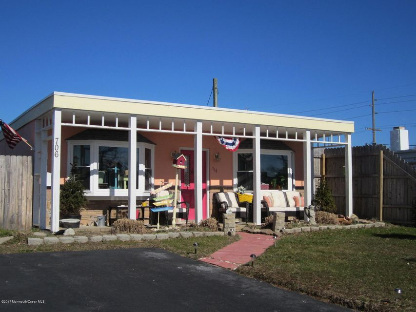 Casa Unifamiliar por un Alquiler en 706 Jersey Avenue Spring Lake Heights, Nueva Jersey 07762 Estados Unidos