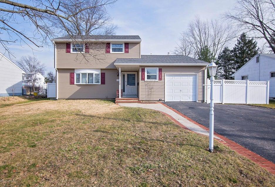 Maison unifamiliale pour l Vente à 19 Tudor Drive Hamilton, New Jersey 08690 États-Unis