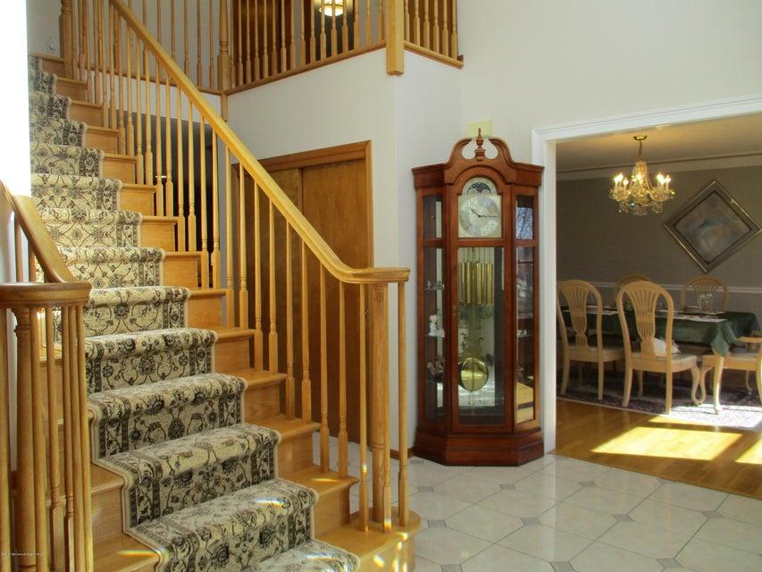 独户住宅 为 销售 在 35 Addington Court 东布朗士维克, 08816 美国