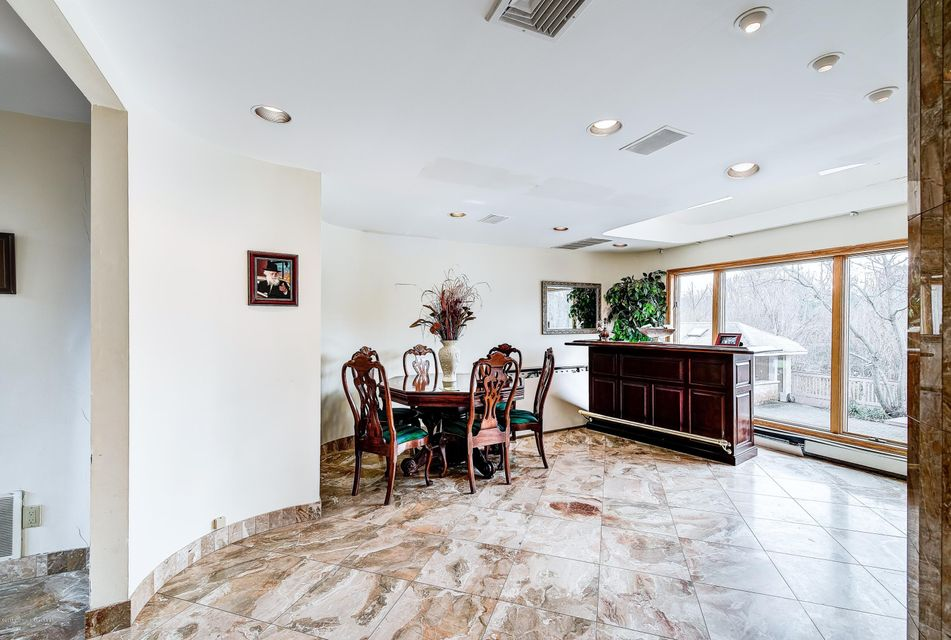 Additional photo for property listing at 13 Bridle Drive  West Long Branch, Nueva Jersey 07764 Estados Unidos