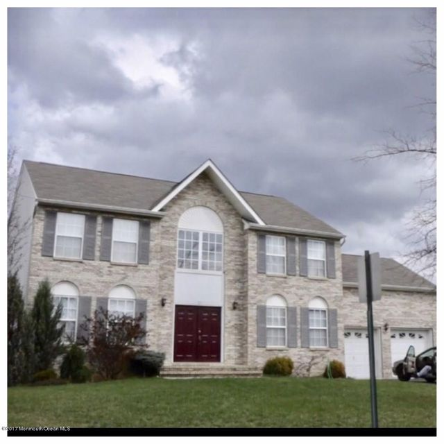 Single Family Home for Sale at 17 Dogwood Court Cliffwood, New Jersey 07721 United States