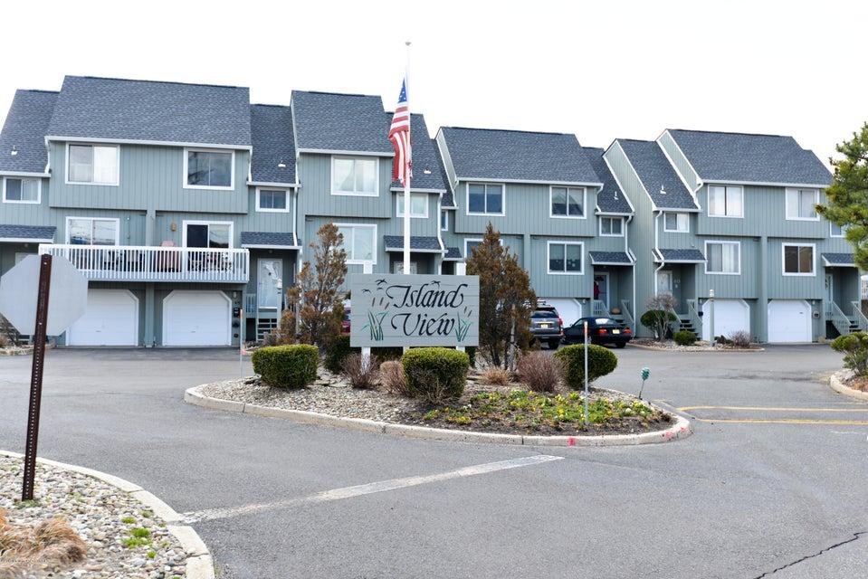 5 Island View Way 17, Sea Bright, NJ 07760