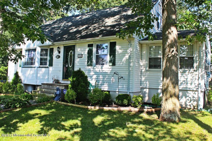 Single Family Home for Sale at 700 Hillside Avenue Pine Beach, 08741 United States