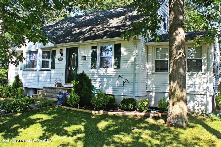 Maison unifamiliale pour l Vente à 700 Hillside Avenue Pine Beach, New Jersey 08741 États-Unis