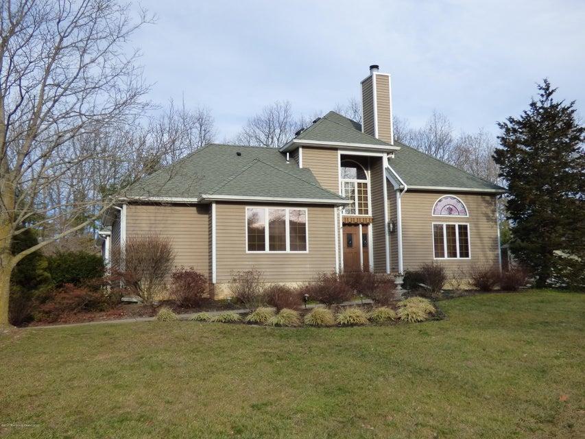 Maison unifamiliale pour l Vente à 112 Windsor Drive Eatontown, New Jersey 07724 États-Unis