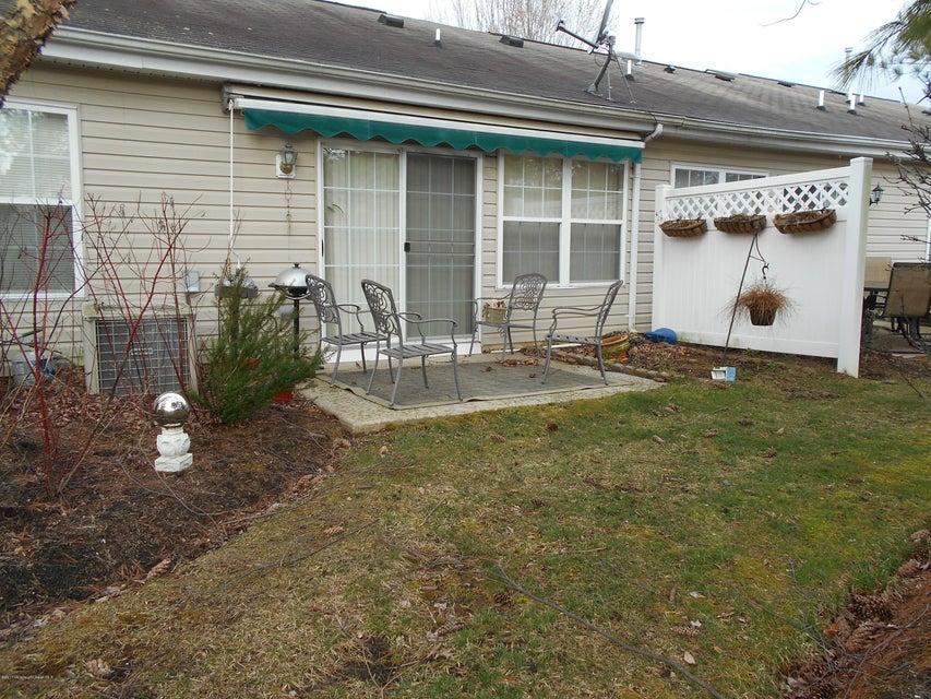 独户住宅 为 出租 在 3 Sunnyfield Lane 莱克伍德, 新泽西州 08701 美国