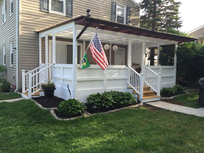 Maison unifamiliale pour l Vente à 68 Barker Avenue Shrewsbury Township, New Jersey 07724 États-Unis