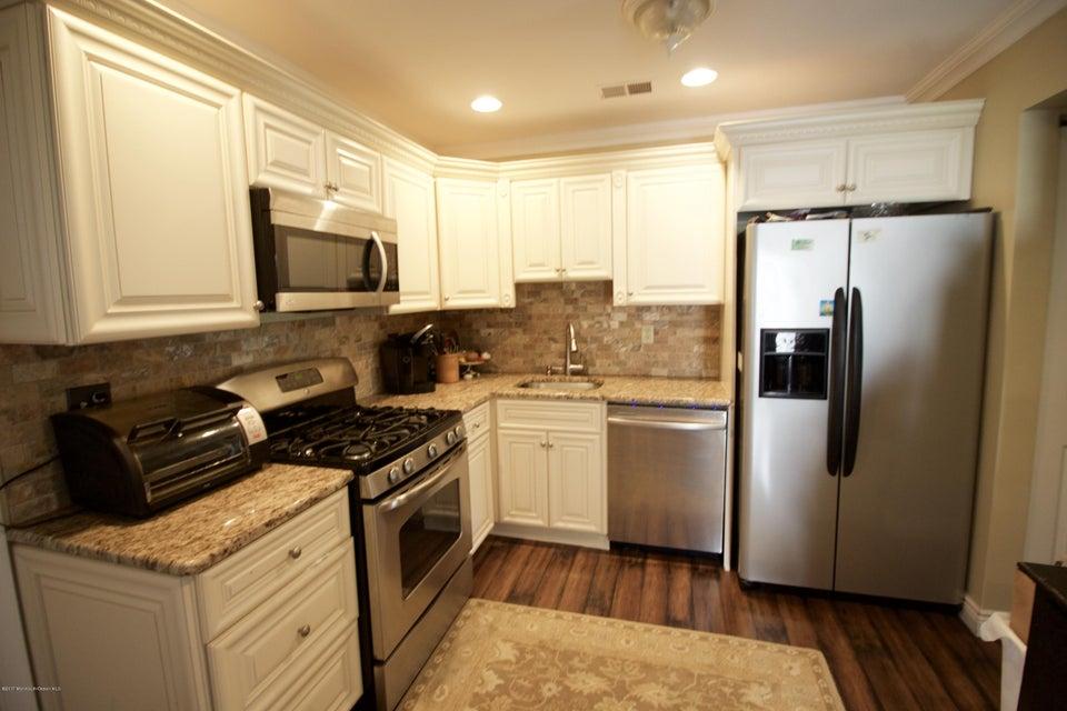 Casa Unifamiliar por un Alquiler en 8 Longfellow Court Freehold, Nueva Jersey 07728 Estados Unidos
