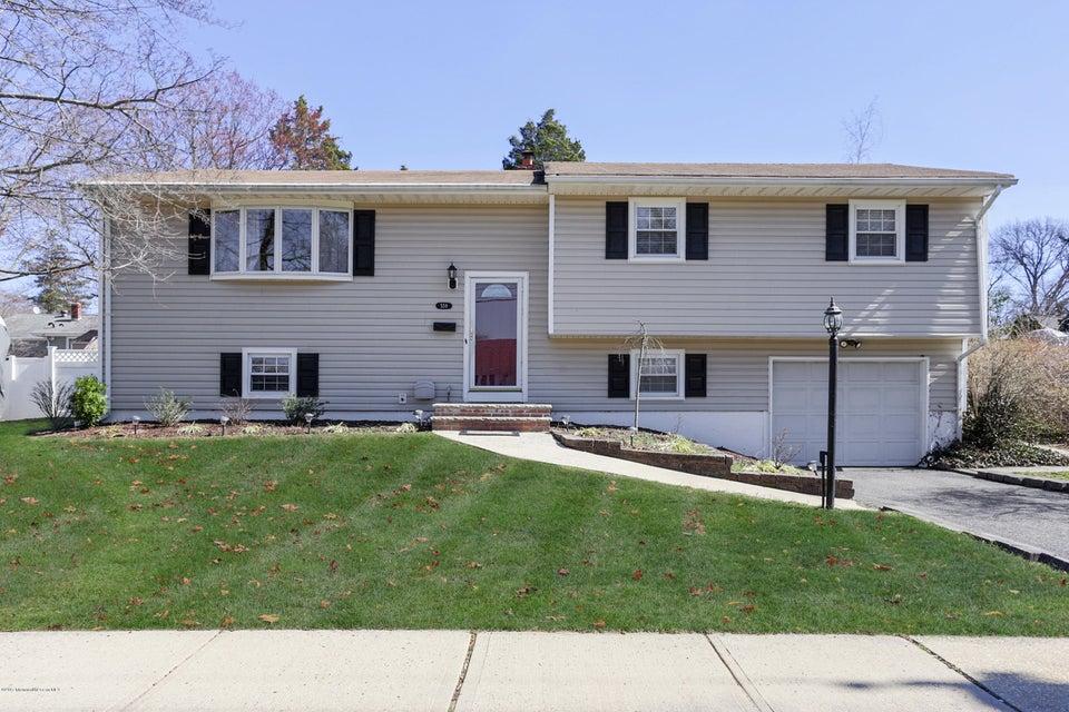 独户住宅 为 销售 在 559 Morley Court 贝尔福德, 07718 美国
