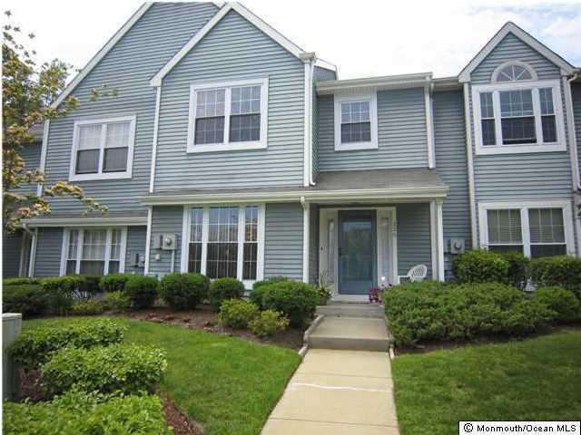 Appartement en copropriété pour l à louer à 226 Ashwood Court Freehold, New Jersey 07728 États-Unis