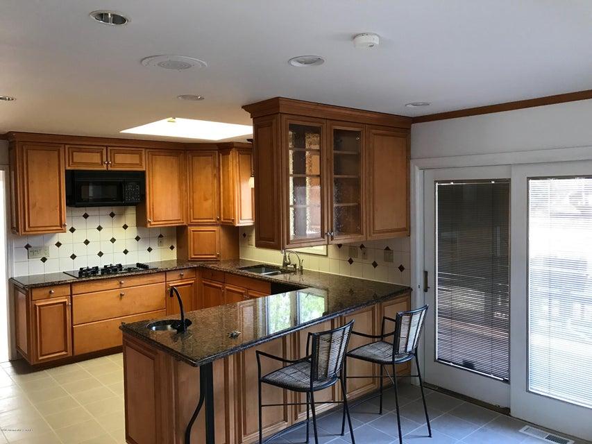 独户住宅 为 出租 在 59 Old Farm Road Oakhurst, 07755 美国