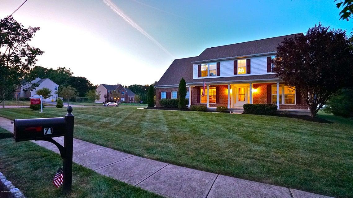 独户住宅 为 销售 在 71 Laura Avenue 汉密尔顿, 新泽西州 08619 美国
