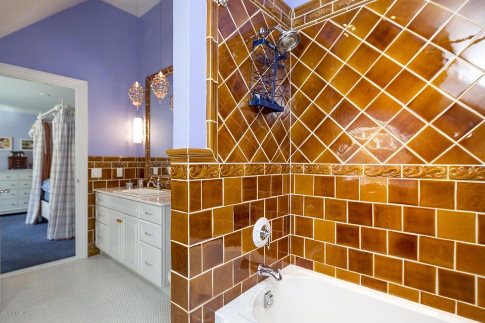 34_Bathroom-3