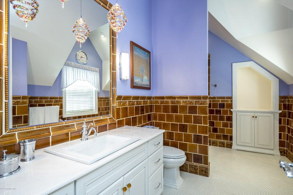 35_Bathroom-4