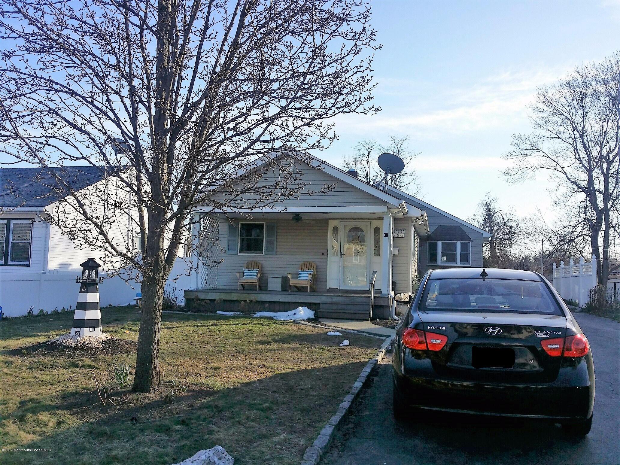 Maison unifamiliale pour l Vente à 38 Willow Street Port Monmouth, New Jersey 07758 États-Unis