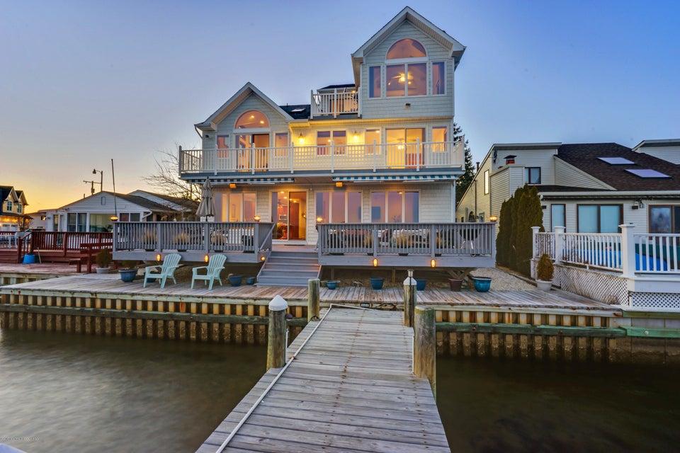Waterfront homes for sale in brick metedeconk for Jersey shore waterfront homes for sale