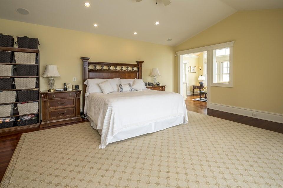 26_Master Bedroom-2