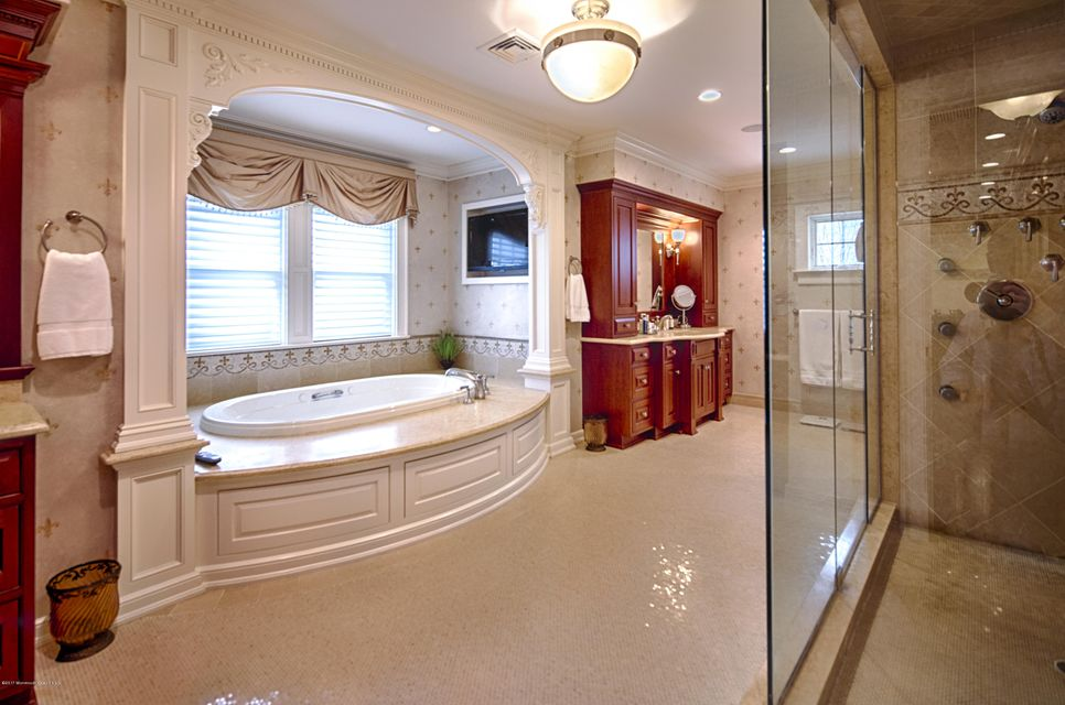 28_Master Bathroom