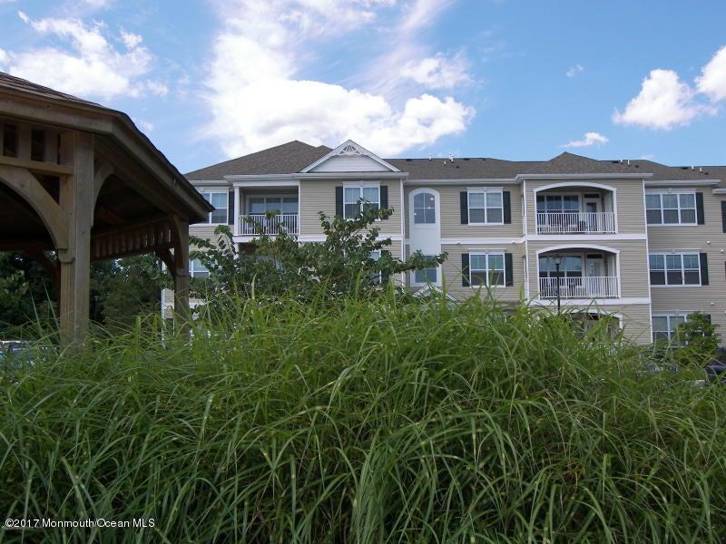 共管式独立产权公寓 为 出租 在 325 Sloan Court Matawan, 07747 美国